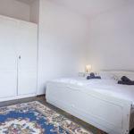 sypialnia łoże weekend romantyczny nad jeziorem